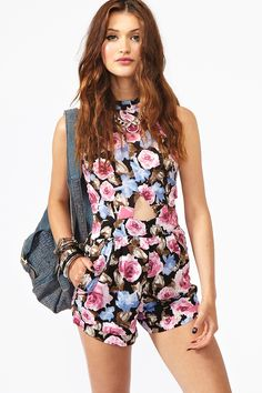 Floral printed romper with a high neckline. Romper : a one-piece garment, which is loose fitting and are usually meant as a combination of shorts and a shirt. ( FMM1B1 Sim Si Xian )