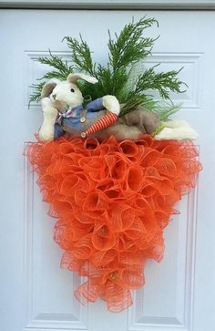 OMG this is so cool! Unique Easter wreath with bunny on a carrot! #ad #easter #eastercrafts #wreath #easterbunny