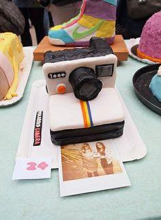 Polaroid Cake - for my birthday! Beautiful Cakes, Amazing Cakes, Sweet Puns, Camera Cakes, Cute Camera, Polaroid Camera, Instagram Cake, Instagram Ideas, Fantasy Cake