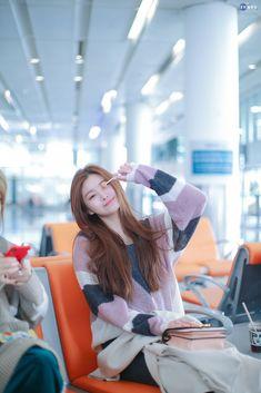 Photo album containing 8 pictures of Yiren Kpop Girl Groups, Korean Girl Groups, Kpop Girls, Ulzzang Korean Girl, Yoo Kihyun, Yuehua Entertainment, Girl Photography Poses, New Girl, South Korean Girls