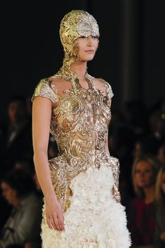 Alexander McQueen Spring 2012 Ready-to-Wear