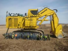 Essa é a maior escavadeira Komatsu do mundo! Vídeo mostra sua montagem e funcionamento | AutoVídeos
