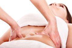 A região abdominal também pode ser massageada, não só para o relaxamento muscular abdominal como para estimular os órgãos internos.