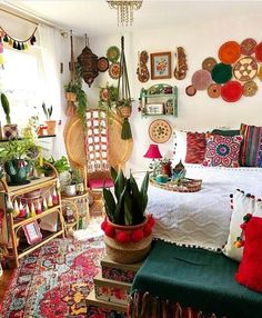 Bohemian Chic: Boho-Dekor, das Ihr Boho-Schlafzimmer in diesem Winter aufwerten … Bohemian Chic: Boho decor that will enhance your boho bedroom this winter www …. Bohemian Bedroom Decor, Bohemian House, Boho Room, Bohemian Gypsy, Bohemian Chic Decor, Modern Bohemian, Hippie Chic Bedrooms, Mexican Bedroom Decor, Hippie Style Rooms