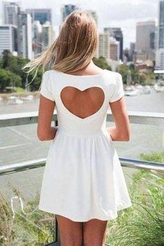 Vestido con falda y corazon en la espalda