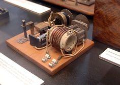 File:Homemade radio receiver with razorblade.JPG