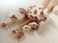 アイボリーのお花畑ネックレス   -   Ivory flower garden necklace