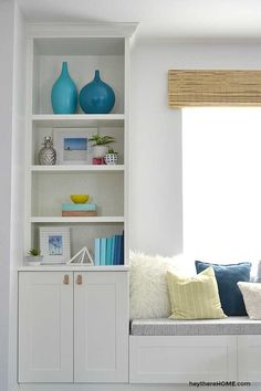 DIY bench seat cushion tutorial - it's easy to update or upholster a bench seat cushion for any bench or window seat with the fabric of your choice. Diy Bench Seat, Corner Bench Seating, Window Benches, Window Seats, Ikea Built In, Built In Bench, Built In Bookcase, Bookshelves, Windows
