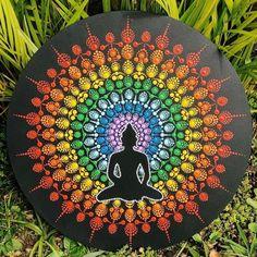 Mandala com as cores do chakra , emanando energia positiva! Mandala com as cores do chakra , emanando energia positiva! Stencils Mandala, Mandala Doodle, Mandala Art Lesson, Mandala Canvas, Mandala Artwork, Mandala Dots, Mandala Drawing, Mandala Painting, Buddha Painting