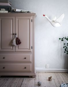 Anna Kubel - Just another Lovely Life site Newborn Room, Baby Room, Painted Wardrobe, Wardrobe Cabinets, Pretty Bedroom, Aesthetic Bedroom, Little Girl Rooms, Nursery Inspiration, Fashion Room