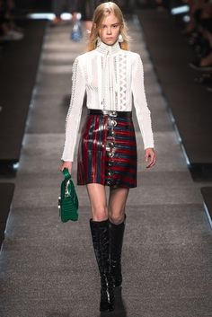 Louis Vuitton Spring 2015 Ready-to-Wear Fashion Show - Amalie Schmidt (OUI)