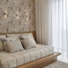 Para uma jovem, um quarto clean, lindo e cheio de delicadezas.  @pontodecor  Projeto @patyfranco72  Snap:  hi.homeidea  #bloghomeidea #olioliteam #arquitetura #ambiente #archdecor #archdesign #cozinha #kitchen #arquiteturadeinteriores #home #homedecor #style #homedesign #instadecor #interiordesign #designdecor #decordesign #decoracao #decoration #love #instagood #decoracaodeinteriores #lovedecor #lindo #luxo #architecture #archlovers #inspiration #followme