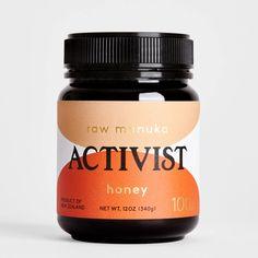US Dollars Culinary - Mild Level of Therapeutic Benefit / Activist Raw Mānuka Honey is independently tested and certified in New Zealand using the Methylglyoxal (MGO) grading system, which v Honey Packaging, Candle Packaging, Beauty Packaging, Food Packaging, Brand Packaging, Product Packaging, Packaging Inspiration, Raw Manuka Honey, Honey Brand