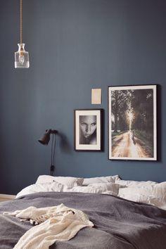 Tavlor ovanför sängen istället för sänggavel! //Skanska Nya Hem