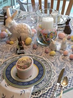 """I love this lady, she does amazing """"tablescaping"""" I wish I could have all these beautiful things to decorate my table"""