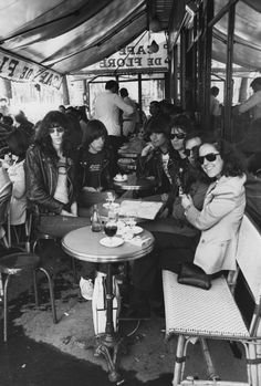 zombiesenelghetto: The Ramones with journalist Lisa Robinson and their manager Danny Fields at Cafe de Flore, Paris (Spring 1977) ... Follow - > www.songssmiths.wordpress.com Like -> www.facebook.com/songssmithssongssmiths