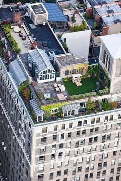 Always have a rooftop patio! Rooftops in New York a book being released May 2012 Up on the Roof: New York's Hidden Skyline Spaces Porche, Rooftop Terrace, City Living, Pent House, Balcony Garden, Landscape Design, New York City, Homesteading, Pergola