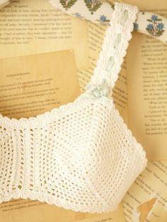 Crochet bra (wide vintage 50's style) / bikini top, cups in pentagon shape ~~ Это хотят женщины