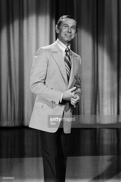 Announcer Ed McMahon and actor Paul Newman during an interview with host Johnny Carson on November 1970 -- Get premium, high resolution news photos at Getty Images Here's Johnny, Johnny Carson, Ed Mcmahon, Stars Then And Now, Paul Newman, Classic Tv, I Miss You, Comedians, Interview