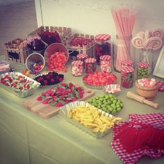 1000 images about sweets on pinterest candy buffet - Mesa de chuches casera ...