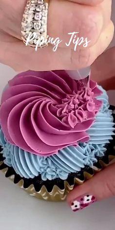 Cupcake Decorating Tips, Buttercream Cake Decorating, Wilton Cake Decorating, Birthday Cake Decorating, Cake Decorating Techniques, Cookie Decorating, Cupcake Cake Designs, Cupcakes Design, Cupcake Cakes