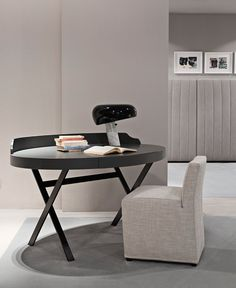 Edward is an oval shaped desk by Meridiani. Available in a range of finishes from IQ Furniture.