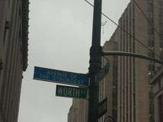 Da série: I ❤️NY: A Maçã celebra os os fortes e guerreiros em Downtown.  #avenidasdeNY