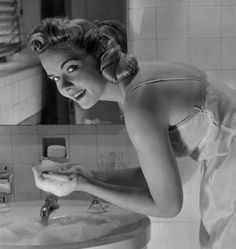6 Things to avoid when you wash your face in the morning. Click for more!
