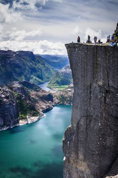 Pulpit Rock perched on top of a jutting 600m-tall (1969 ft) cliff.