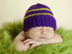 Free infant hat pattern, great for charity knitting. This hat is favoured by hospital nurses because of the foldable brim that gently hugs a baby's head. The pattern is published to raise awareness about the Period of Purple Crying Program at the IWK Heal Baby Knitting Patterns, Baby Hat Patterns, Baby Hats Knitting, Crochet Baby Hats, Knit Or Crochet, Knitted Hats, Free Knitting, Crochet Patterns, Booties Crochet