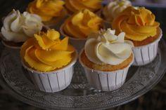 Minicupcakes de vainilla, caramelo y crema de limon