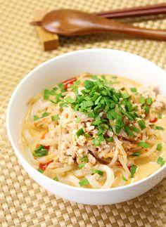 何かと忙しい年始は、手軽に調理できて美味しい冷凍うどんを活躍させてみませんか?いつものシンプルなうどんよりも美味しく、手抜きに見えない絶品レシピをご紹介致します。 Japanese Noodles, Japanese Food, Snack Recipes, Cooking Recipes, Healthy Recipes, Cooking Ideas, Snacks, Asian Recipes, Ethnic Recipes