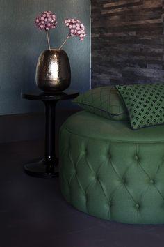 Klein und fein aber definitiv ein Hingucker. Foto: FINE Ottoman, Chair, Furniture, Home Decor, Culture, Colors, Homes, Decoration Home, Room Decor