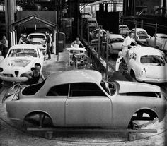 Photo of Alfa Romeo assembly line - build em
