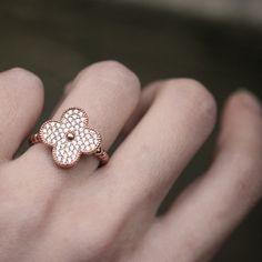 Vintage Size Rose Gold 4 Leaf Clover Ring in Sterling Silver from Kellinsilver.com