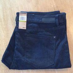 "NWT SoHo Skinnies Very dark, almost black. Some stretch. Regular length, so about 30"" DKNY Jeans Skinny"