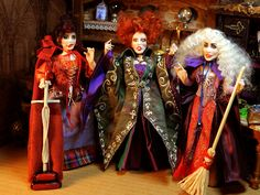 Miniature,Hocus Pocus Sanderson Sisters by LoreleiBlu. Halloween Miniatures, Halloween Doll, Halloween Birthday, Halloween House, Dollhouse Miniatures, Hocus Pocus Witches, Best Halloween Movies, Sanderson Sisters, Vintage Barbie Dolls