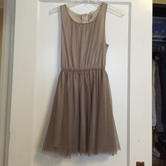 "BNWT brownish tulle dress - size 4 BNWT brownish tulle dress. Zips up in the back and elastic on the waist. A beautiful dress by H&M. Dress is knee length (I am 5'1"") and is fully lined. H&M Dresses Prom"