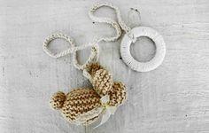 - Móbile coelhinho de trico com lacinho de fita de cetim  - Cordinha trancinha de croche R$ 39,00