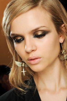Imagen de http://www.vogue.de/var/vogue/storage/images/home/vogue/beauty/beauty-trends/beauty-trends-sommer-2012/augen-make-up/emiliopuccidsc_1168/9275848-1-ger-DE/emiliopuccidsc_1168_fashionshow_article_portrait.jpg.