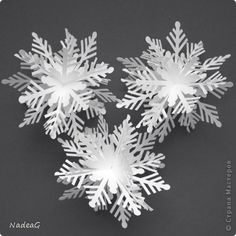 Origami christmas decorations snow flake 20 New Ideas Classy Christmas, Christmas Origami, Noel Christmas, Christmas Paper, Christmas Themes, Winter Christmas, Christmas Crafts, Christmas Decorations, Diy Snowflake Decorations