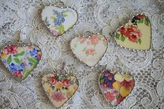 broken china pendants - beautiful! #vintage #broken #china #pendant #jewelry #crafts #handmade #DIY - tå√