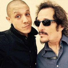 Theo Rossi y Kim Coates Theo Rossi, Favorite Son, Favorite Tv Shows, Serie Sons Of Anarchy, Sons Of Anachy, Kim Coates, Sons Of Anarchy Motorcycles, Charlie Hunnam Soa, Good Looking Men
