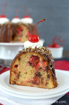 Banana Split Bundt Cake - Cherries and Chocolate Chips make this banana split cake amazing. Bring this Banana Split Bundt Cake to those weekend picnics and watch it disappear. Cupcakes, Cake Cookies, Cupcake Cakes, Jar Cakes, Just Desserts, Delicious Desserts, Party Desserts, Fudge, Cake Recipes