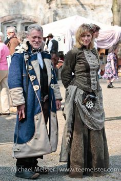 Steampunk - really like the coat details Steampunk Dress, Steampunk Wedding, Victorian Steampunk, Steampunk Costume, Steampunk Clothing, Steampunk Fashion, Gothic, Fantasy Costumes, Cosplay Costumes