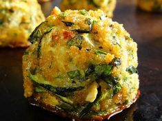Les de courgette l'ail sont et faciles… Clogs of garlic zucchini are delicious and easy to make! Here is a delicious recipe you can make with zucchini It's very fast and easy to prepare 🙂 Healthy Zucchini, Vegan Nutrition, Sports Nutrition, Child Nutrition, Nutrition Tips, Keto Vegan, Paleo, Vegan Cauliflower Wings, Zucchini
