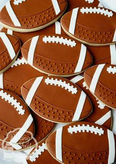 The Baking Sheet: Football Cookies! More Cookie decorating Football Cookies, Football Snacks, Fall Cookies, Iced Cookies, Cut Out Cookies, Cute Cookies, Cupcake Cookies, Cupcakes, Fall Decorated Cookies