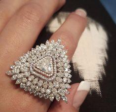 Piercing Jewellery Near Me Hand Jewelry, Jewelry Rings, Jewelry Accessories, Jewelry Design, Nice Jewelry, Jewlery, Diamond Pendant Necklace, Diamond Jewelry, Diamond Finger Ring