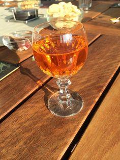 Na een intensieve vergaderdag smaakt ie weer lekker! Start #Oranje feest in #Angerlo. Mooie #traditie #Zevenaar. Woensdag 3 september 2014. Via twitter @anjavannorel