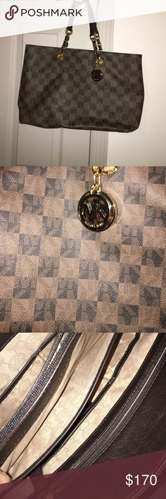 Michael Kors Tote Michael Kors checkered tote. Gently used. Size 18L x 10H. Drop strap 8 inches. Michael Kors Bags Totes